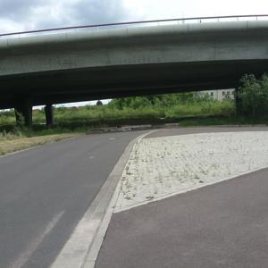 Wendehammer unter der Brücke des  Rügenzubringers